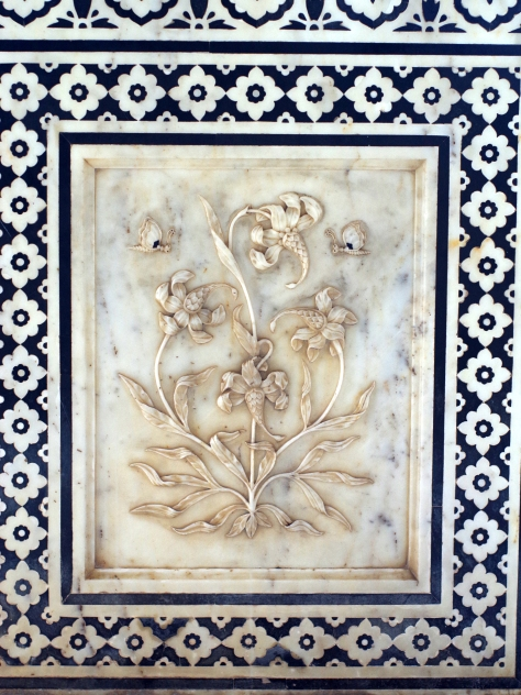 Fine marble art flower patterns in agra india less for Agra fine indian cuisine menu